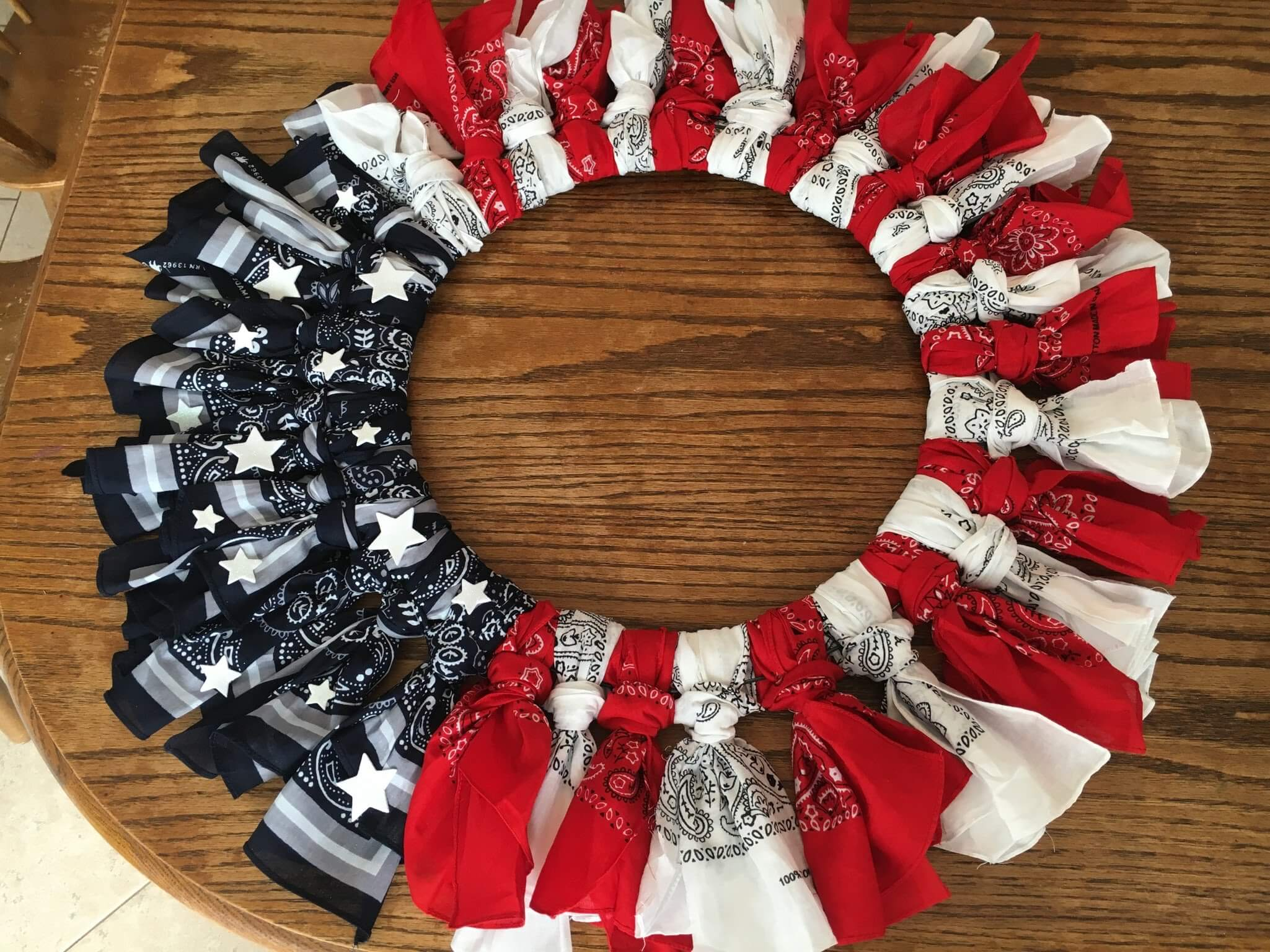 American decorations: create this wreath yourself