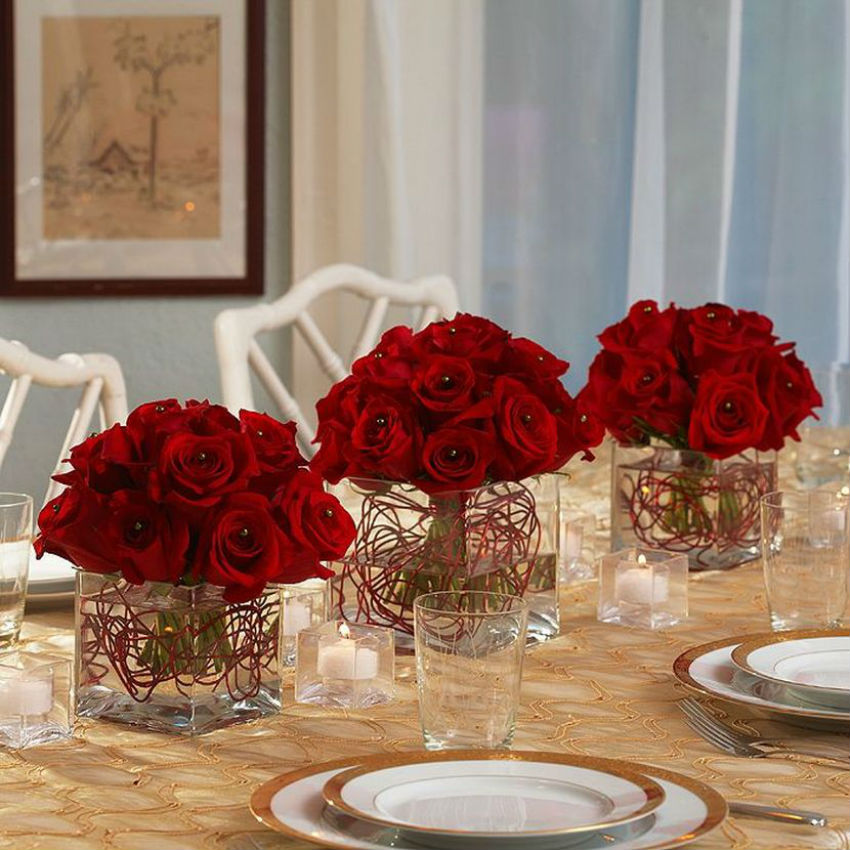 And red roses mean love but are also sophisticated. Image Source: Table Decorating Ideas