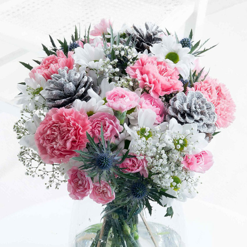 You too can create your own Winter Wonderland bouquet. Get inspired. Image Source: Flying Flowers