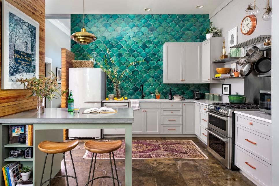 This tile backsplash created a beautiful focal point