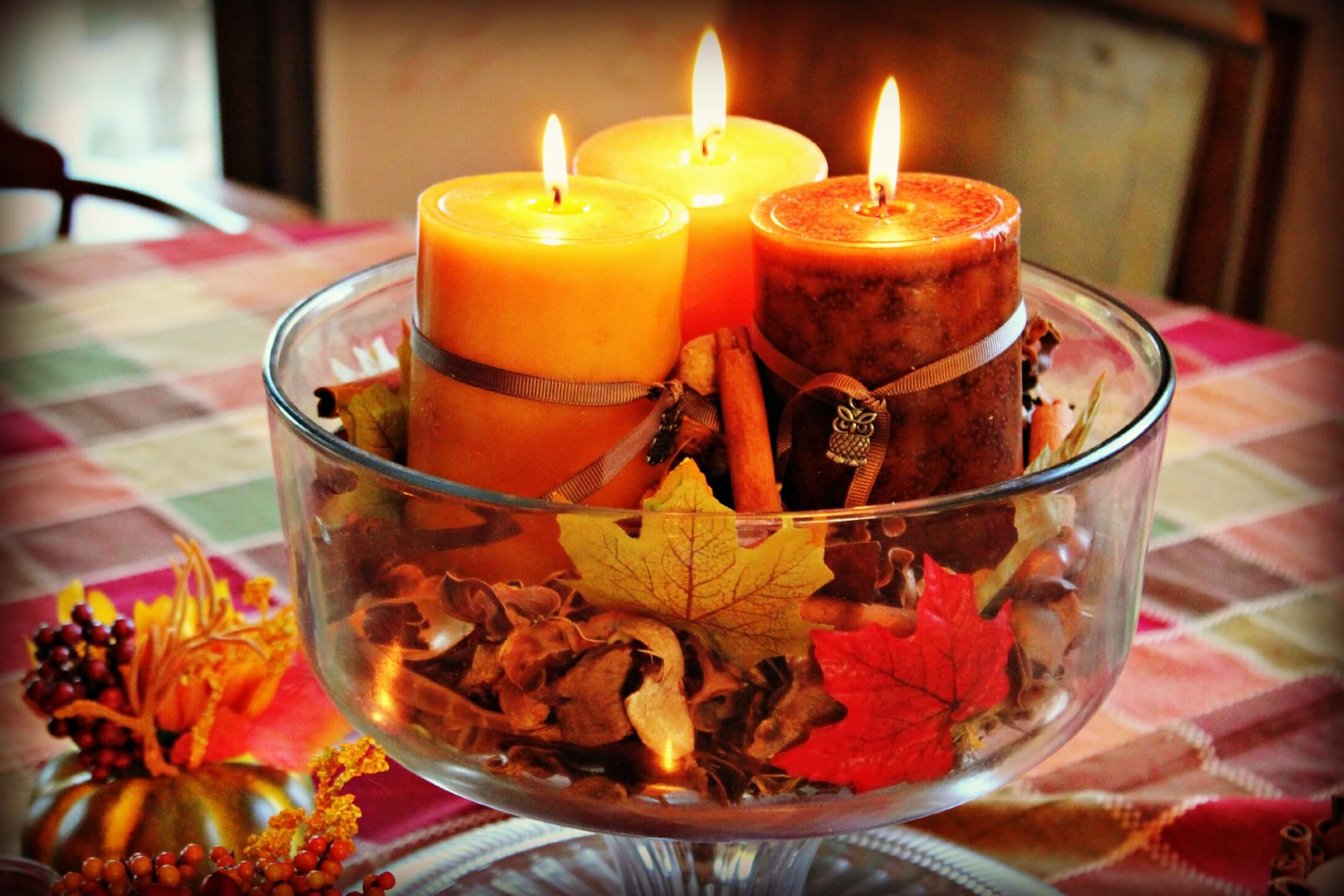 4 diy autumn dining room table centerpieces for Candle dining room centerpieces