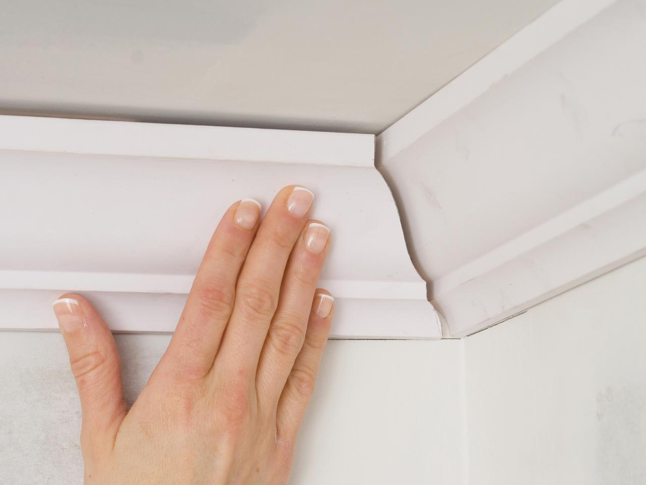 how to put up crown molding on kitchen cabinets how to install crown molding 17269