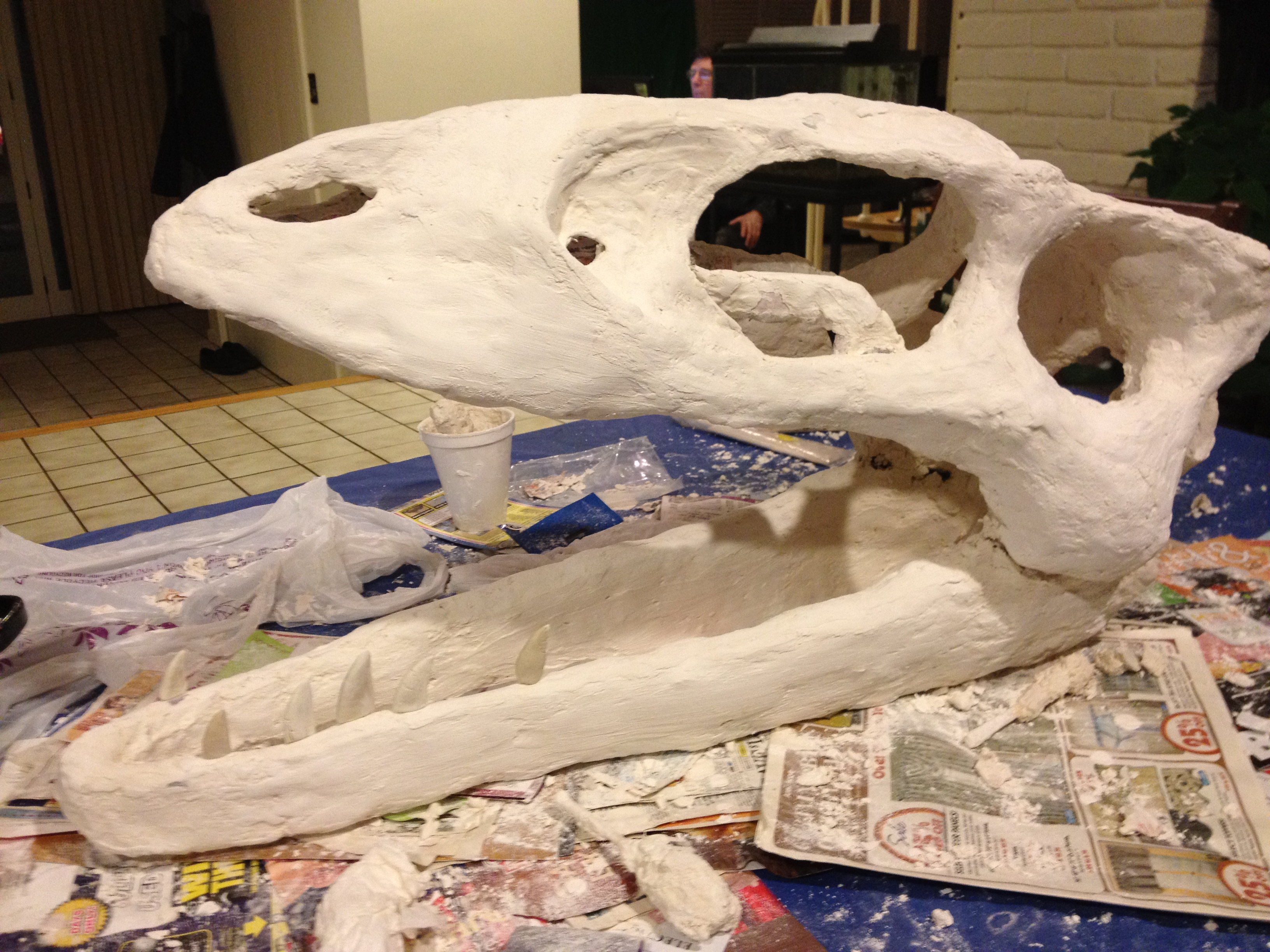 https://tumblehomelearning.com/how-to-make-a-big-dinosaur-skull-for-very-little-money-free-instructions/