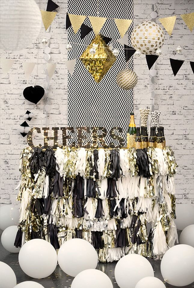 Having a champagne bar will take your New Year's Eve party to the next level!