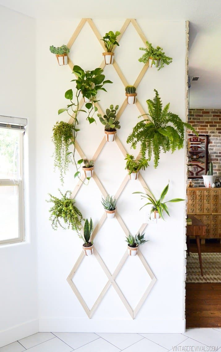 Grow your favorite herbs and flowers in the great DIY vertical garden. Via Apartment Therapy.